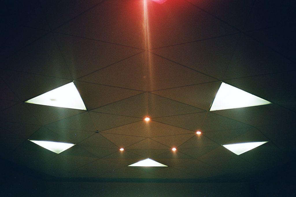 Pentagon aus Dreiecken - Deckenmalerei (beleuchtet) (*2003)